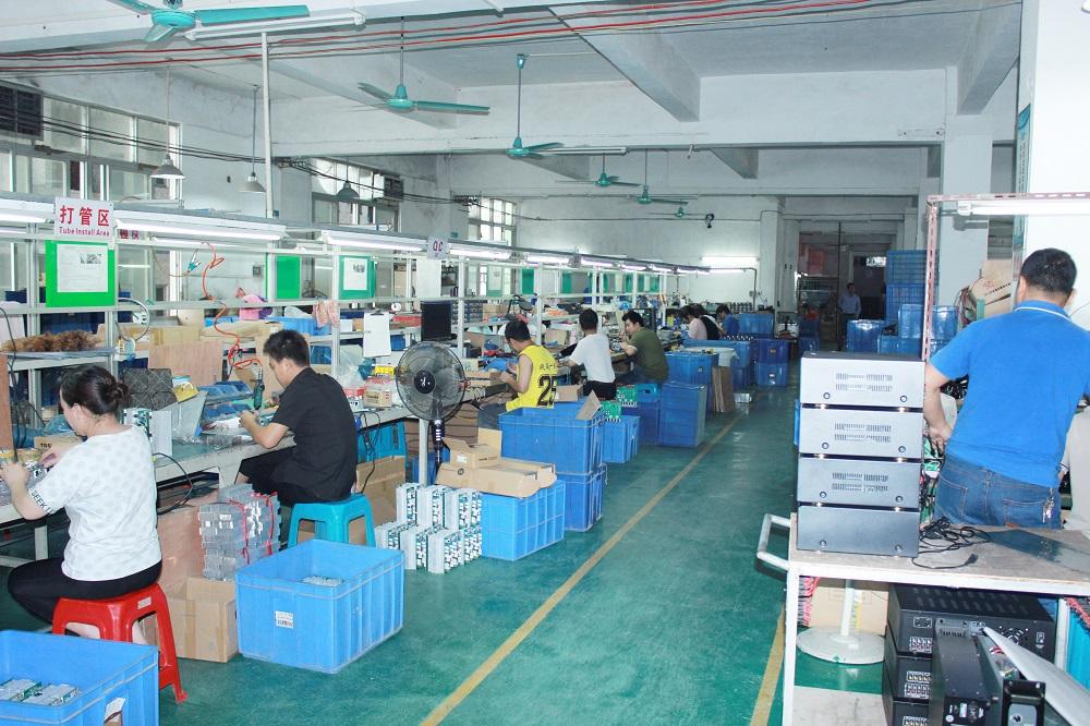 在廣東省恩平市設廠的外貿工廠JSG天音電子,今年的海外訂單受疫情影響而銳減,卻憑外貿轉內銷重拾曙光。圖為JSG天音電子新近的廠房運作情況。